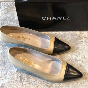 $395 Chanel leather shoe Size 39.5A Tan/Black Cap